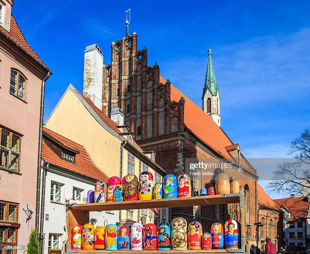 Matryoshka seller in Riga, Latvia : Nieuwsfoto's