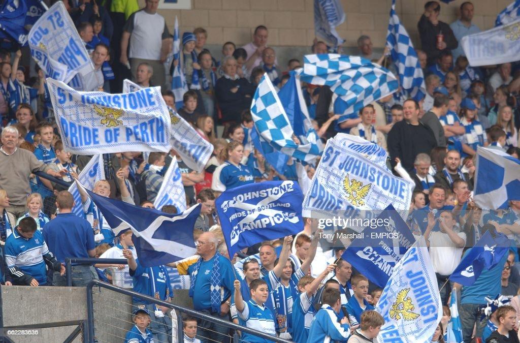 Soccer - Tennents Scottish Cup - Semi-Final - St Johnstone v Celtic - Hampden Park : News Photo