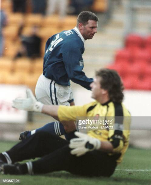St Johnstone's Graeme Jones runs to celebrate after scoring the first goal past Motherwell goalkeeper Andy Goram