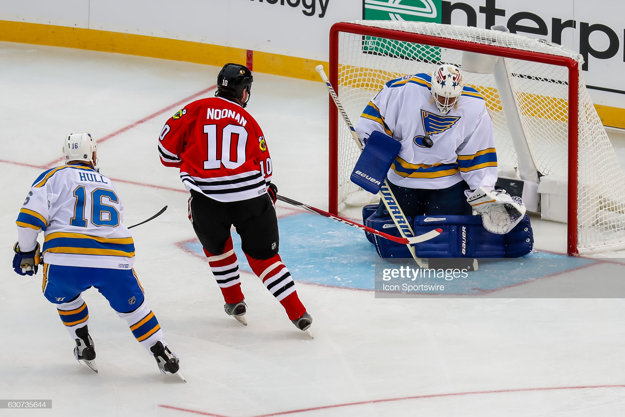 st-louis-blues-goalie-mike-liut-makes-a-