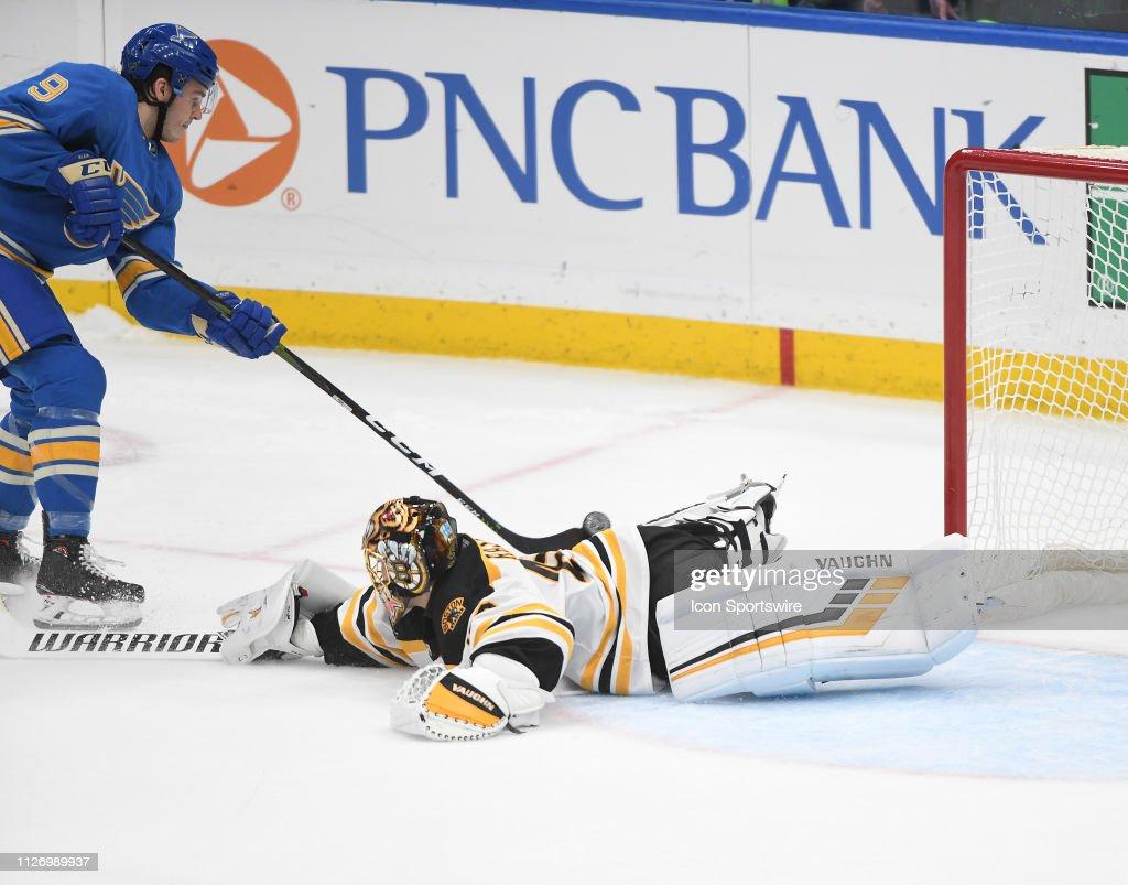 NHL: FEB 23 Bruins at Blues : News Photo