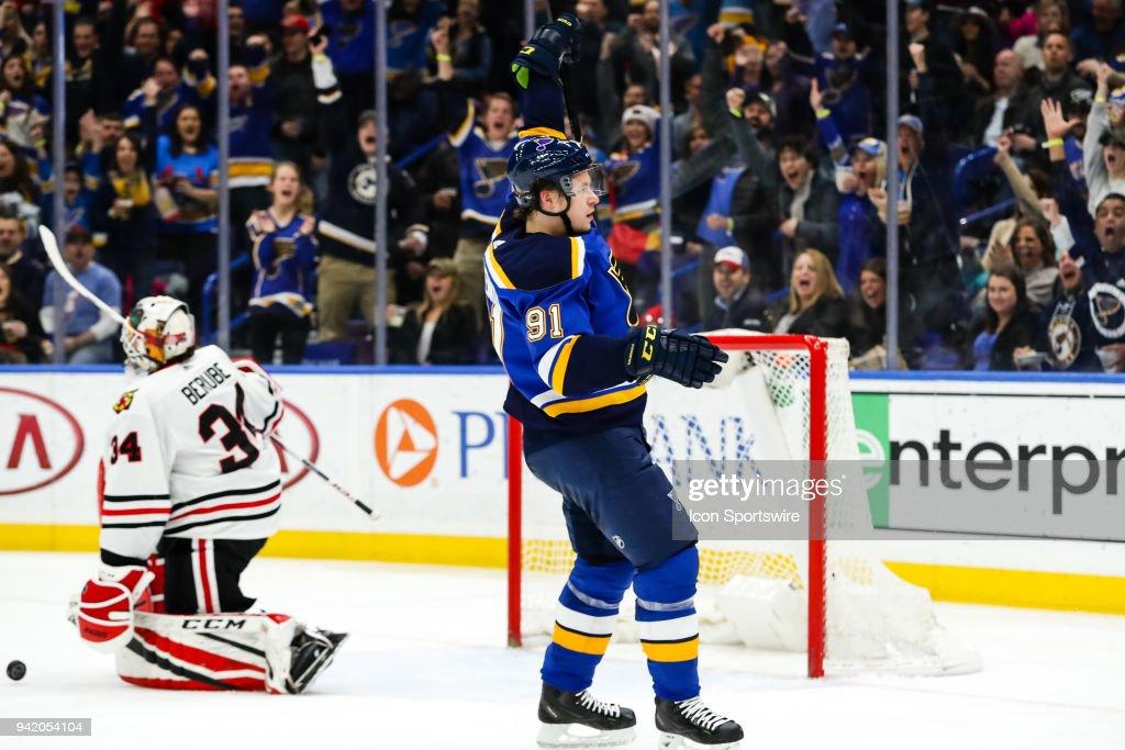 NHL: APR 04 Blackhawks at Blues : News Photo
