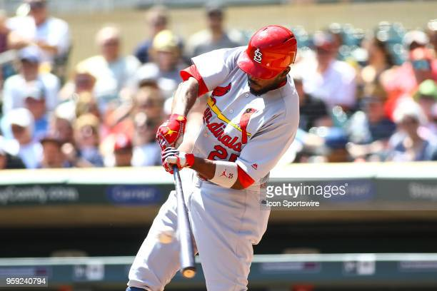 St Louis Cardinals right fielder Dexter Fowler hits a 2 run RBI single in the top of the 1st inning during the regular season game between the St...