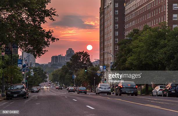 St. Louis City Straße bei Sonnenuntergang