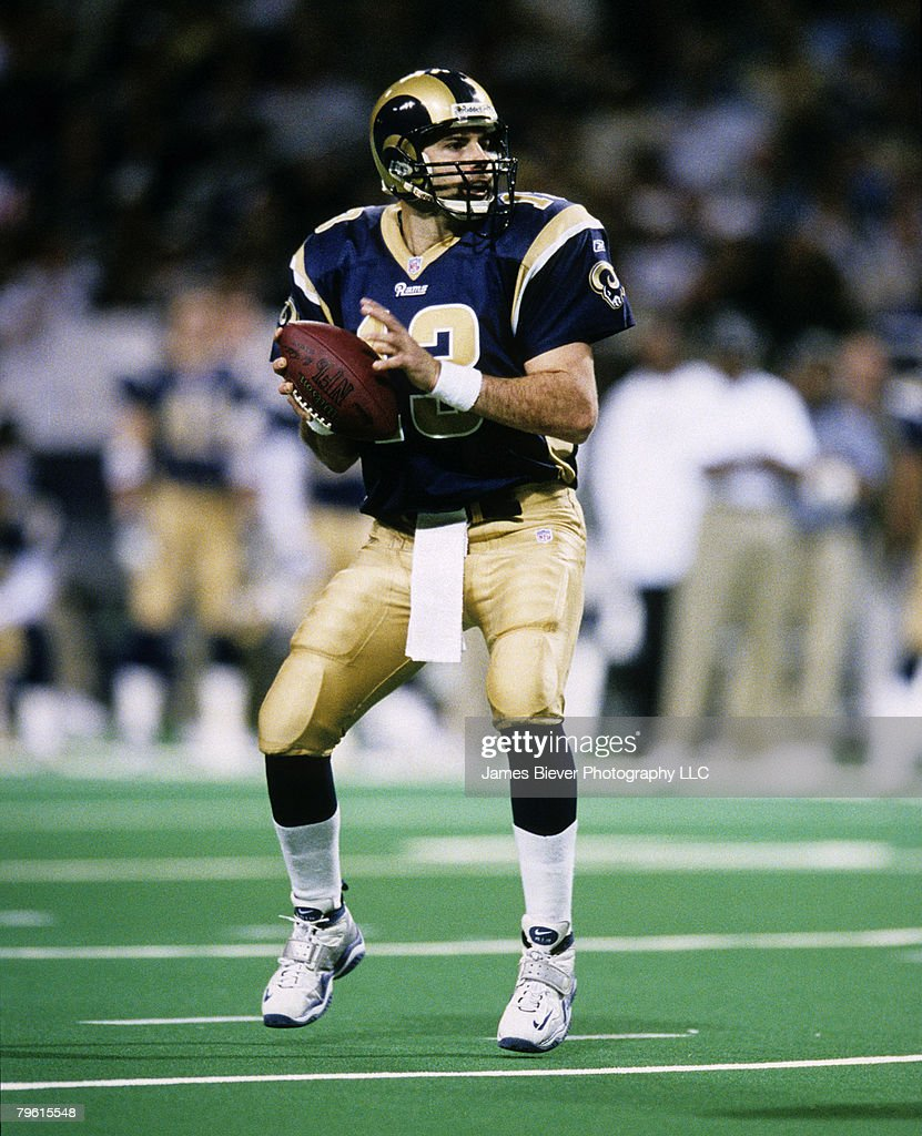 St Louis Rams Quarterback Kurt Warner Scans The Field During The Nfc News Photo Getty Images