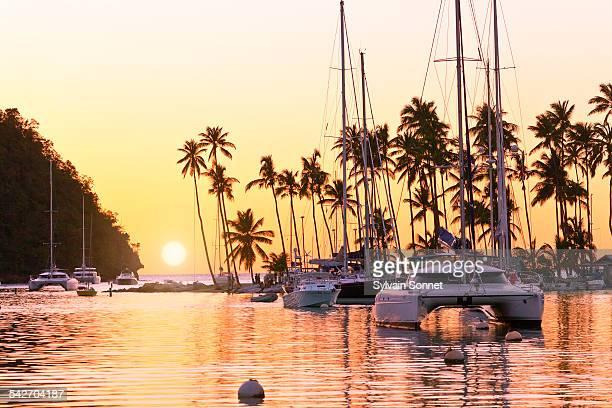st. lucia, marigot bay at sunset - paisajes de santa lucia fotografías e imágenes de stock