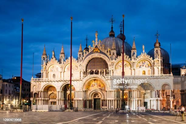 st mark's basilica at night, venice, italy - basilica di san marco foto e immagini stock