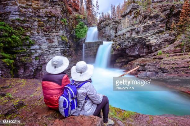 st. mary falls - parque nacional glacier - fotografias e filmes do acervo