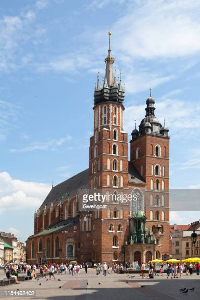 st. mary's basilica in krakow - gwengoat stock pictures, royalty-free photos & images
