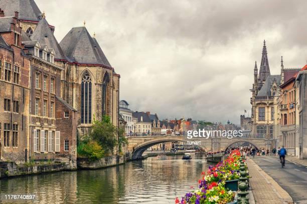 聖マイケルズブリッジと教会、ヘント、ベルギー - ベルギー ゲント ストックフォトと画像