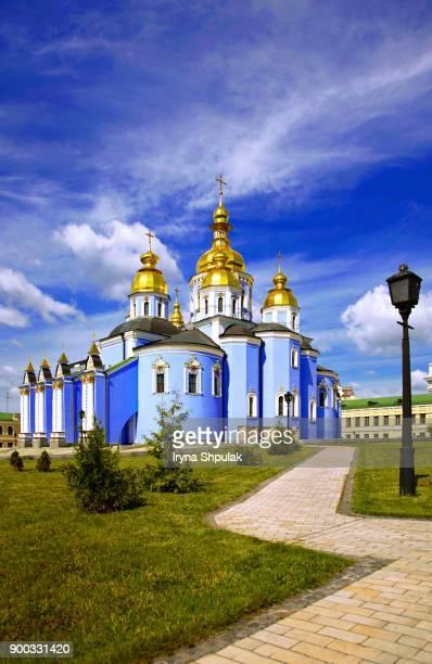 st. michaels cathedral, gold dome monastery of st. michael, kiev, ukraine - ukrainian angel stockfoto's en -beelden