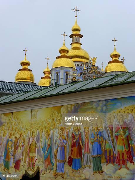 st. michael's golden-domed monastery, kiev - ukrainian angel stockfoto's en -beelden
