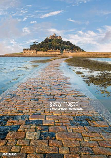 st. michael's mount causeway, cornwall - cornwall england stock pictures, royalty-free photos & images