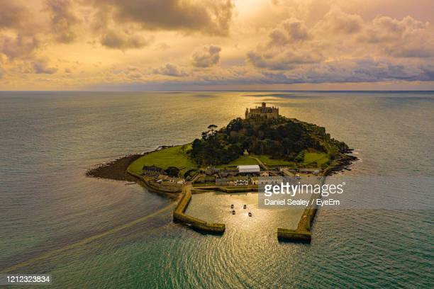 st michael's mount from the air - st michael's mount stock pictures, royalty-free photos & images