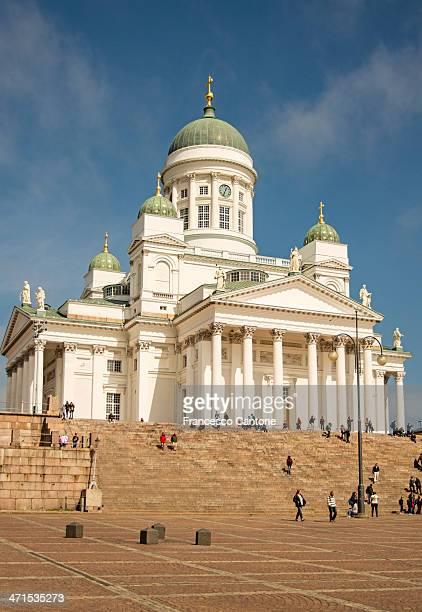 セントニコラス大聖堂とアレシャンデル世像-ヘルシンキ