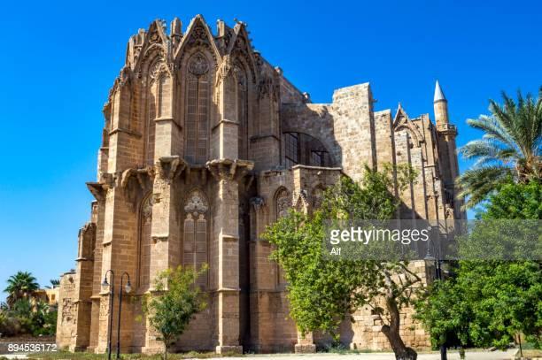 st. nicholas cathedral or lala mustafa mosque in famagusta, cyprus - limestone pavement stockfoto's en -beelden