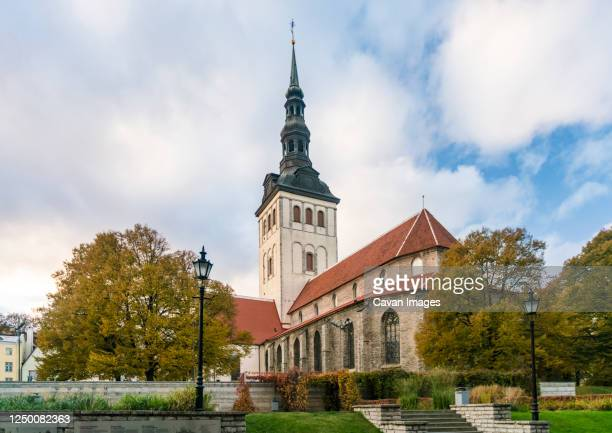 """st. nicholas' church and museum """" niguliste kirik"""" in the old town - st nicholas' church stock pictures, royalty-free photos & images"""