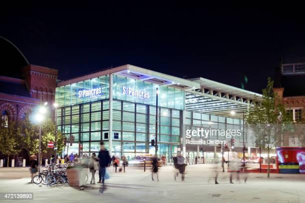 セントパンクラス国際空港と鉄道駅で、通勤者ロンドン - キングスクロス駅 ストックフォトと画像