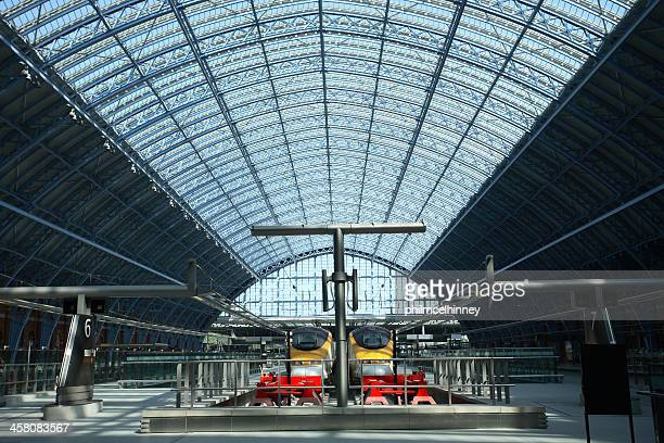 st pancras train station - eurostar stock pictures, royalty-free photos & images