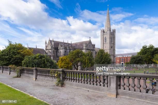 st patrick's cathedral in dublin, ireland - dublin república da irlanda - fotografias e filmes do acervo