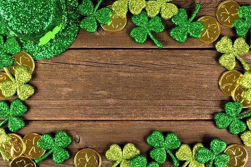St Patricks Day decor frame over rustic wood 910708012