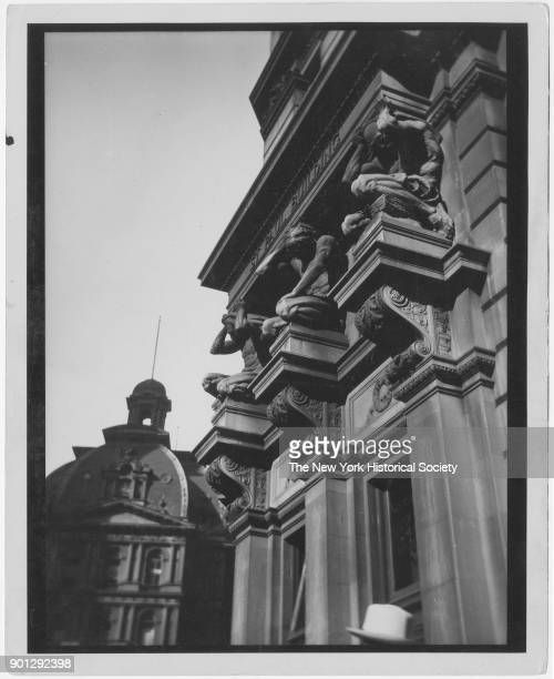St Paul Building, Broadway and Ann Street, New York, New York, circa 1920. Demolished, 1958. Showing figures by Karl Bitter, which were removed to...