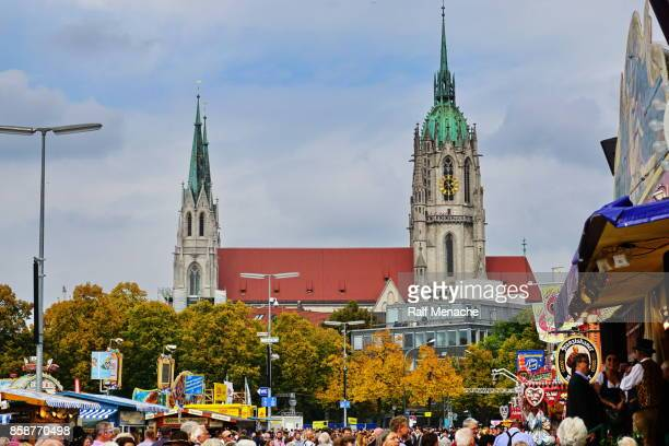 St. Paul Kirche Blick vom Oktoberfest. München, Bayern.