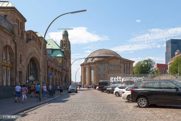 st. pauli elbe tunnel in hamburg - gwengoat stock pictures, royalty-free photos & images