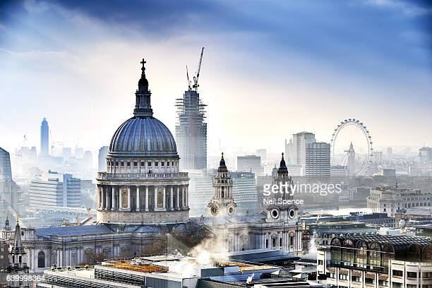 st paul's cathedral and london - river thames stock pictures, royalty-free photos & images
