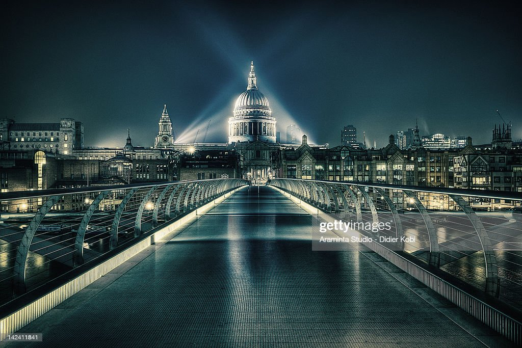 St Paul's Cathedral and Millennium Bridge : Foto de stock