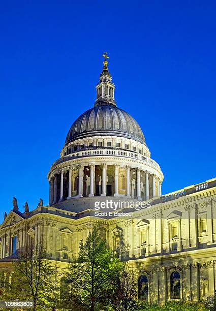st. paul's cathedral at dusk - greater london stock pictures, royalty-free photos & images