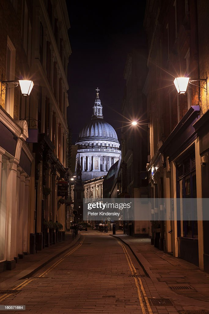 St Paul's Cathedral at night : Foto de stock