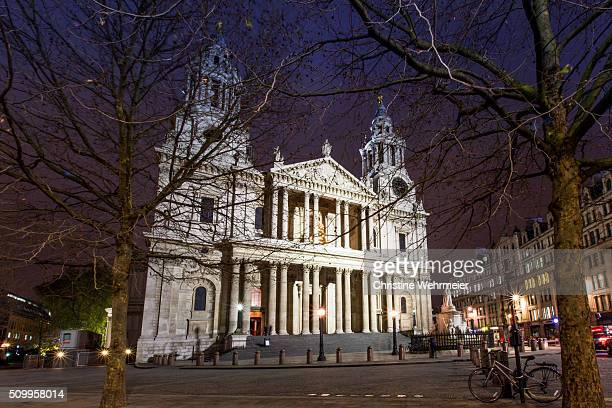 st pauls cathedral at night - christine wehrmeier stock photos and pictures