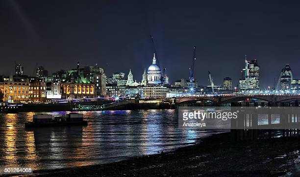 st paul's cathedral from across the thames at night - anatoleya stock pictures, royalty-free photos & images