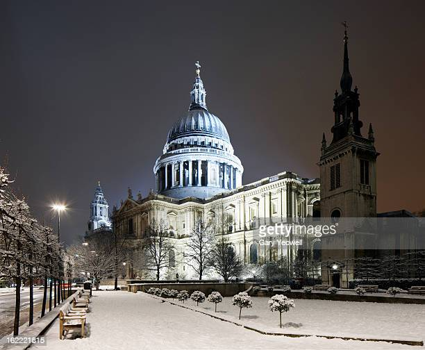 St Paul's Cathedral in snow at night