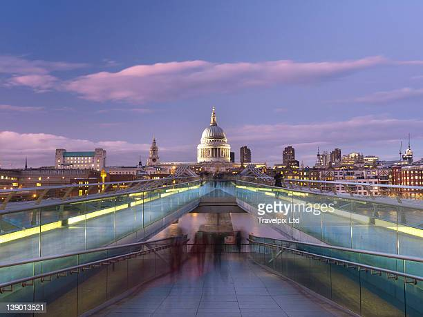 st pauls cathedral viewed over millennium bride - diminishing perspective stock pictures, royalty-free photos & images