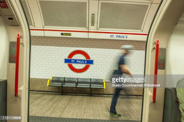 st. paul's station in the tube - building entrance stock pictures, royalty-free photos & images