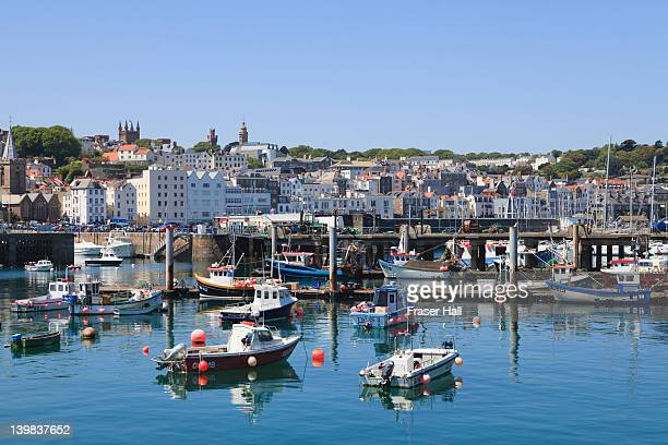 st. peter port, guernsey, channel islands - isola di guernsey foto e immagini stock