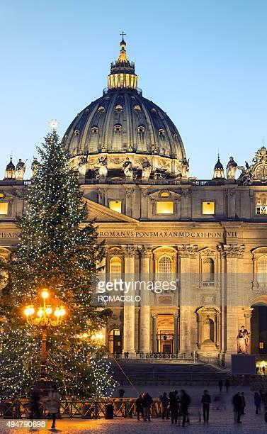 basilica di san pietro, a natale, città del vaticano roma italia - natale di roma foto e immagini stock