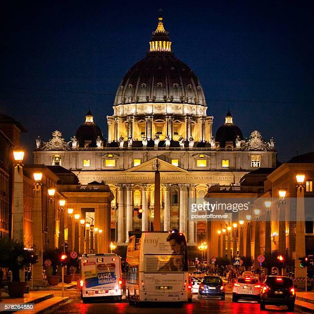 st. peter's basilica at night in vatican city - basilica di san pietro foto e immagini stock