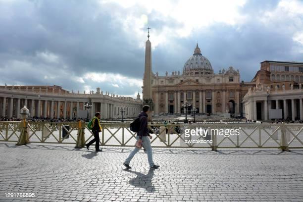 basilique saint-pierre au vatican - dôme photos et images de collection