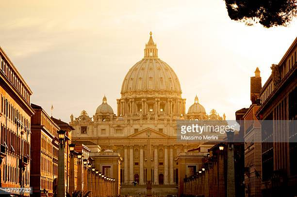 st. peter's basilica in vatican - basilica stock pictures, royalty-free photos & images