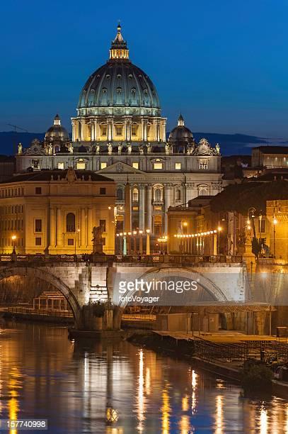 basilica di san pietro vaticano, illuminato roma - roma città foto e immagini stock