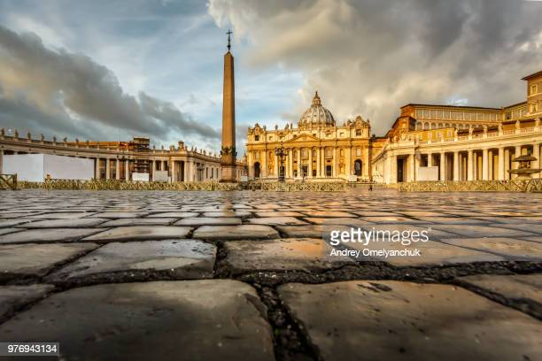 st. peters square, rome, italy - vatikan stock-fotos und bilder