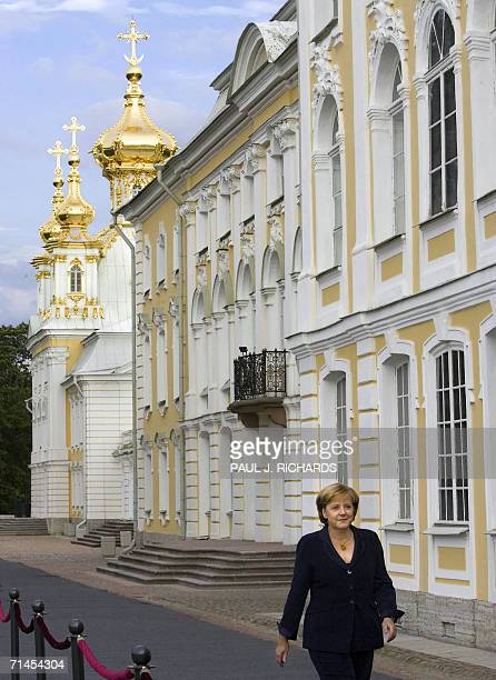 St Petersburg, RUSSIAN FEDERATION: German Chancellor Angela Merkel arrives for an informal dinner for G8 leaders and their spouses at Peterhof Palace...