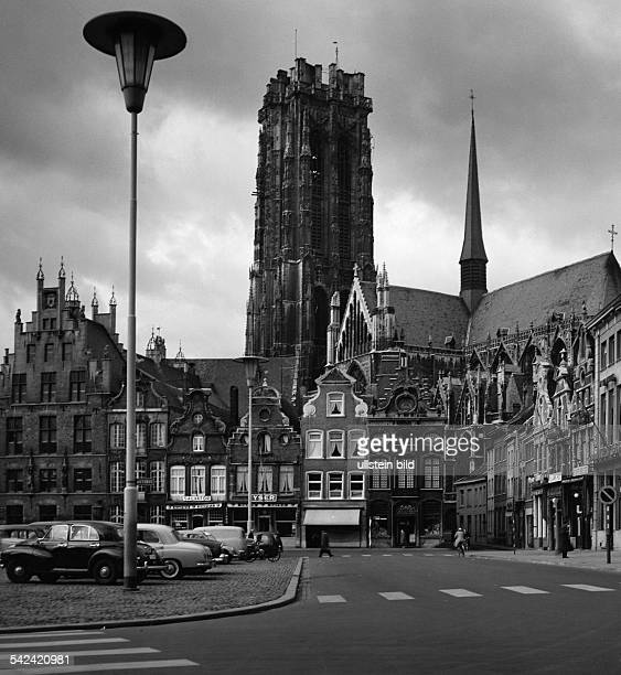St. Rombaut-Kathedrale auf dem Marktplatzin Mecheln- 1969Aufnahme: Fritz Eschen