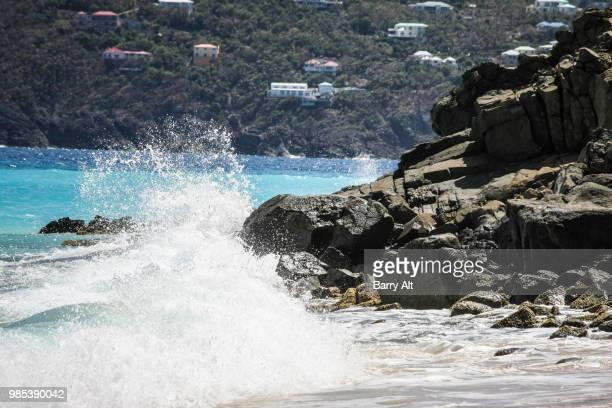 st. thomas - hans lollik island wave splash - paisajes de st thomas fotografías e imágenes de stock