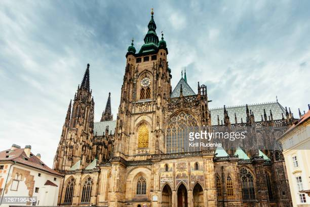 st. vitus cathedral in prague, czech republic - st vitus's cathedral stock pictures, royalty-free photos & images