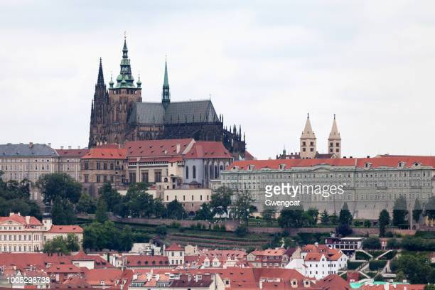 st. vitus cathedral in prague - gwengoat stock pictures, royalty-free photos & images
