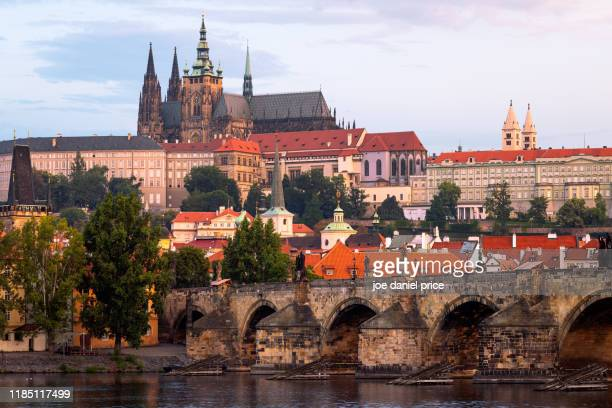 st. vitus cathedral, sunset, charles bridge, prague, czechia - st vitus's cathedral stock pictures, royalty-free photos & images